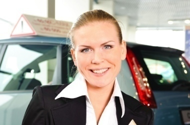 Woman dealership crop380w